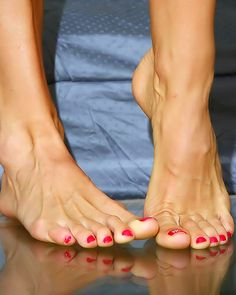Super sexy naked feet